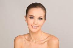 Portrait de fille de beauté Beau sourire de jeune femme photo stock