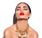 Portrait de fille de brune de mannequin de beauté Jeune femme sexy avec le maquillage parfait photographie stock libre de droits