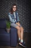 Portrait de fille de l'adolescence assez élégante Photographie stock