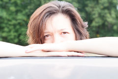 Portrait de fille de plan rapproché en nature Images stock
