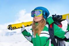 Portrait de fille de skieur Photographie stock libre de droits