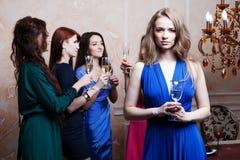 Portrait de fille gaie avec le champagne Photographie stock