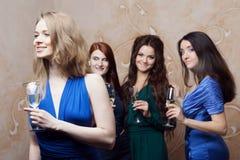 Portrait de fille gaie avec le champagne Photos libres de droits