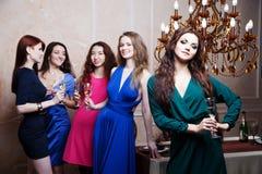 Portrait de fille gaie avec le champagne Images libres de droits