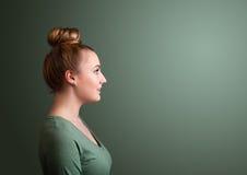 Portrait de fille pensant avec le copyspace simple image libre de droits