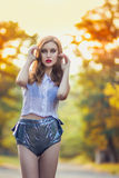 Portrait de fille rousse avec le maquillage lumineux Photo libre de droits