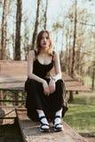Portrait de fille songeuse dehors Photographie stock libre de droits