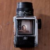 Portrait de fille vu dans le viseur photographie stock