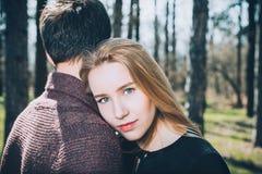 Portrait de gai dans des couples d'amour Photos stock