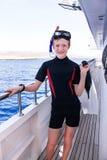 Portrait de garçon caucasien dans le costume de plongée avec Images stock