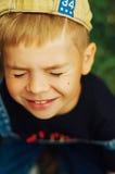 Portrait de garçon de sourire de sept ans Garçon de sept ans avec Image stock