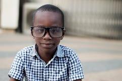 Portrait de garçon en verres Photo stock