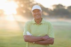 Portrait de golfeur de sourire avec des bras croisés Photos libres de droits