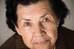 Portrait de grand-mère regardant nostalgique Photo libre de droits