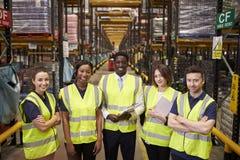 Portrait de groupe de personnel d'entrepôt, vue élevée images libres de droits