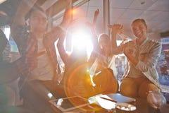 Portrait de groupe des étudiants gais Photo libre de droits