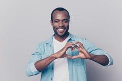 Portrait de GU créatif, romantique, positif, gai, sûr Images libres de droits