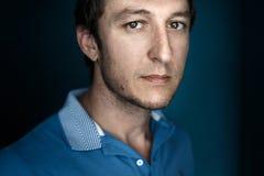 Portrait de Headshot de vrai homme fort beau Concept de 'du ¾ Ñ€Ñ de la créativité ПРphoto libre de droits
