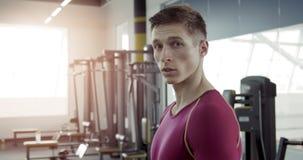 Portrait de jeune athlète Man clips vidéos