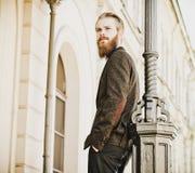Portrait de jeune bel homme à la mode Images libres de droits