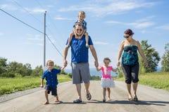 Portrait de jeune famille Photographie stock libre de droits