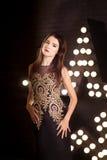 Portrait de jeune femme attirante, mode Fond d'étoile images stock