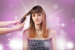 Portrait de jeune femme avec le concept rose brillant de salon photographie stock
