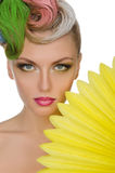 Portrait de jeune femme avec le maquillage lumineux Photos stock