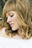 Portrait de jeune femme avec les cheveux blonds Photo libre de droits
