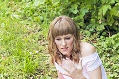 Portrait de jeune femme avec les cheveux blonds Image libre de droits