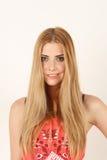 Portrait de jeune femme blonde de sourire Photographie stock