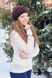 Portrait de jeune femme blonde en hiver Photos libres de droits