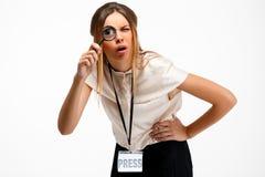 Portrait de jeune femme d'affaires réussie au-dessus du fond blanc Images libres de droits