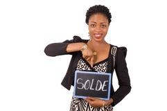 Portrait de jeune femme d'affaires tenant une ardoise Photos stock