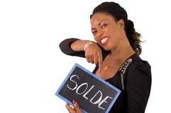 Portrait de jeune femme d'affaires tenant une ardoise Image stock