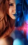 Portrait de jeune femme dans des tons froids et chauds ensemble Image stock
