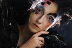 Portrait de jeune femme de stylisn avec le visage créatif Photo stock