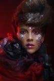 Portrait de jeune femme de stylisn avec le visage créatif images libres de droits