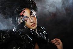 Portrait de jeune femme de stylisn avec le visage créatif Image libre de droits