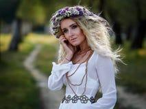 Portrait de jeune femme extérieur photo libre de droits
