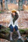 Portrait de jeune femme extérieur en automne Photo libre de droits