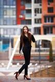 Portrait de jeune femme réussie d'affaires outdoors Photos stock