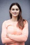 Portrait de jeune femme sportive de brune images libres de droits
