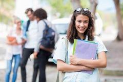 Portrait de jeune femme tenant des livres Photo libre de droits