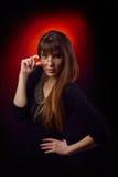 Portrait de jeune femme tenant des lunettes images libres de droits
