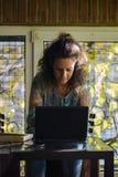 Portrait de jeune femme, travail photographie stock libre de droits
