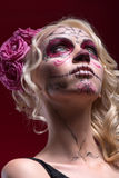 Portrait de jeune fille blonde avec le maquillage de Calaveras photo stock