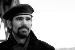 Portrait de jeune homme avec la barbe et le béret Images stock
