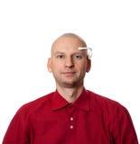 Portrait de jeune homme avec le casque fait main d'EEG sur la tête Photos libres de droits