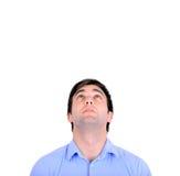 Portrait de jeune homme beau regardant ci-dessus d'isolement sur le blanc Image libre de droits